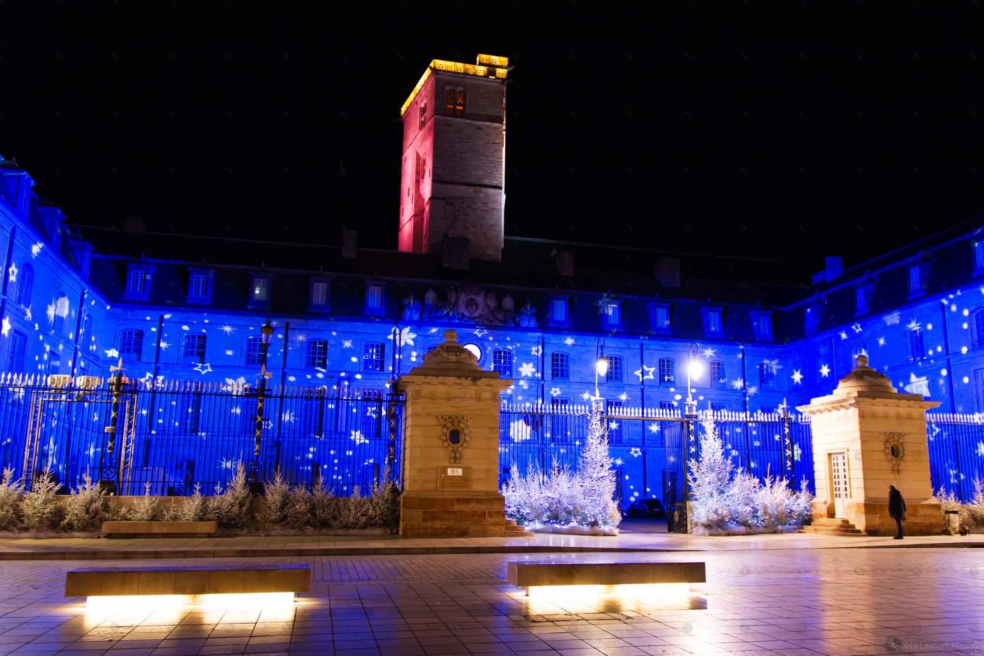 Photo de Noël « Pluie d'étoile sur la mairie de Dijon»