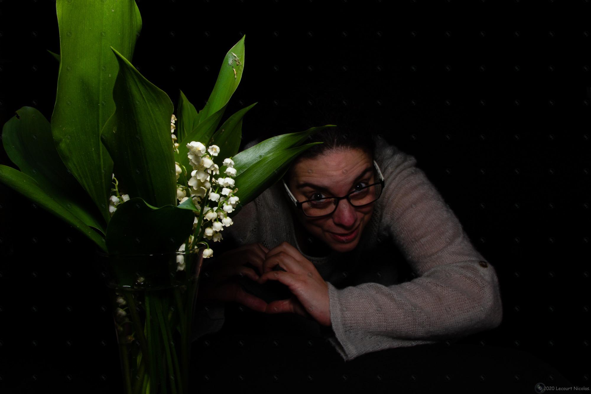 Nouvelle Photo : La femme et le Muguet de Mai – Portfolio Beauté Féminine